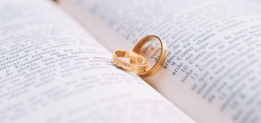 Obrączki i Pismo święte